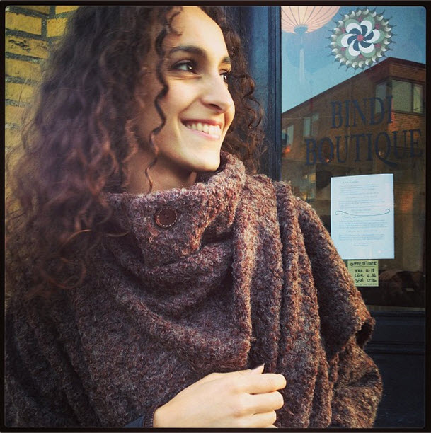 knitwearbrun-stickad-wrap-poncho